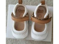 CLARKS Baby girl shoes + 6 pair socks/mittens