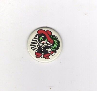 vintage CAT pin SOVIET UNION Russia FEATHER hat PUSS in BOOTS Theme pinback