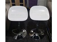 PAIR OF BARSTOOLS/ KITCHEN STOOLS
