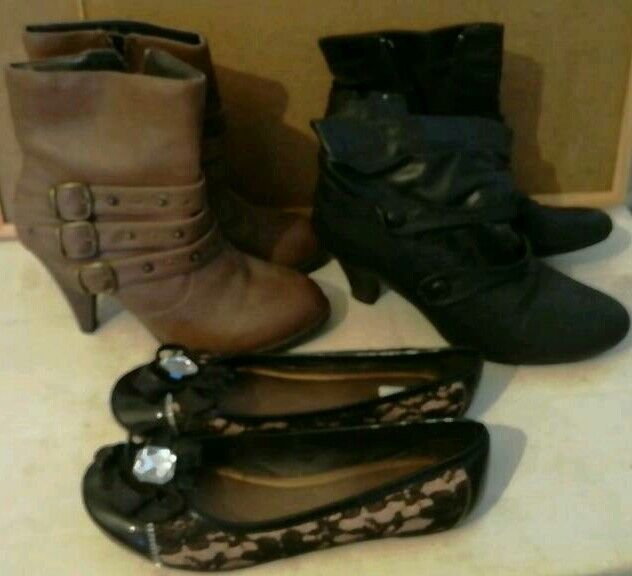 Boots x 2 pairs ( very good) shoes ( Brand new) Size 6