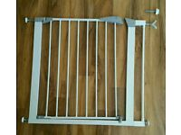 Lindam safety gate with extension piece & spindle fitting