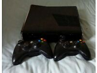 Xbox 360 Slim. 250GB - Two controllers - Comes with games