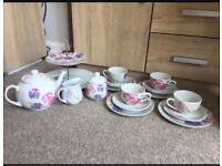 Dobbie's Garden Centre Sweet Pea Tea Set