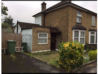 *POTTERS BAR* 2/3 bedroom house to let