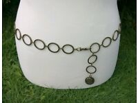 BRONZE METAL CHAIN BELT WITH A CAMEO STYLE PENDANT