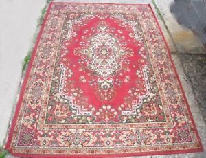 Nice Red Area Rug 5.5' X 7.5' in good condition