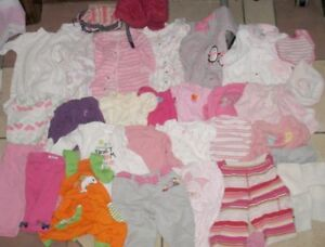Lot of 0-3 month Baby Girl Clothes in very good condition
