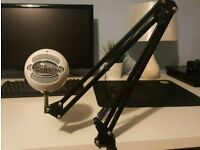 Blue Snowball iCE Microphone + NEEWER Microphone Stand