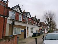 Spacious 1 bedroom flat in Willesden near Roundwood Park, 24h busses & shops