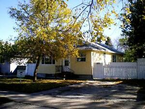 HOUSE, PETS CONSIDERED, NEAR SCHOOLS + DOWNTOWN