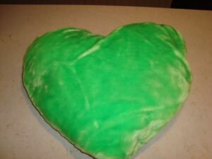 """Green Plush 12"""" x 6"""" Heart Pillow - Lovely condition. Kitchener / Waterloo Kitchener Area image 3"""