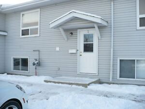 3 Bed, (2 up, 1 Down) 10 Fairbank Road, Unit 2 $1025 Avail Now!!