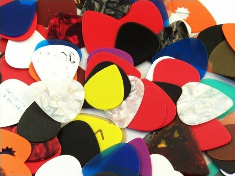 Assorted Guitar Picks  ****** 1000 Picks ****** 351 Style New - Free Shipping