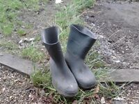 Free mens rubber boots. Size 10 /44. Hackney E5 , East London