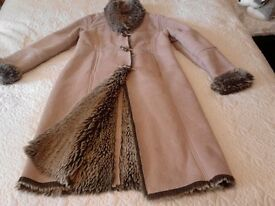 Very nice winter coat with faux fur inside lining. Size 14. Hackney, East London