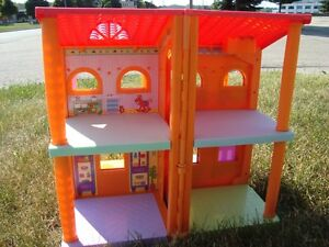 Dora Magically Welcome Multipositional Dollhouse -Works Kitchener / Waterloo Kitchener Area image 4
