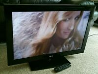 "LG 32"" LCD 1080p Full HD TV. Built in Freeview Excellent Condition Fully Working with Remote"