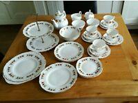 Colclough 34 piece vintage tea set - 1960s Crispin pattern