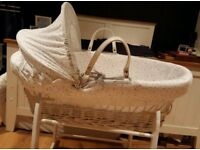 White wicker moses basket and stand (Clare de lune stars and stripes)