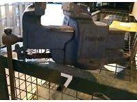 Heavy duty bench vice