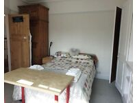 Fully furnished double room to rent for £600 pcm Inc of all bills in Palmers Green area