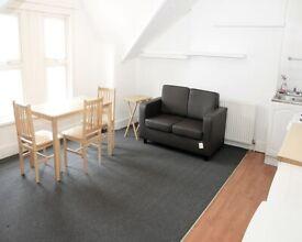 Loft Studio flat to Let In Palmers Green Area £1100 pcm inc bills