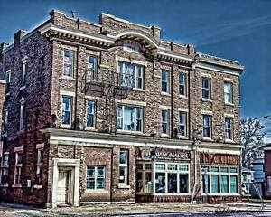 Erie/Eagle Ave - 3 bedroom unit *Price Reduced!!!**