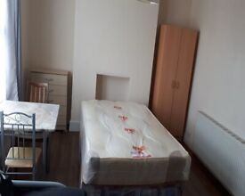 Self contained Studio Flat to rent £950 pcm plus all bills in Wood Green area