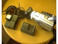 3CCD CAMCORDER, GOOD COND, INCLUDES 4 BATTERIES & LED LIGHT & TRIPOD