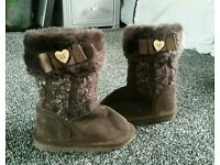 Girls winter boots size 6 from Tu!