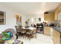 LARGE 4 BED HOUSE, VERY NEAT, SPLIT ON 3 FLOORS, PRIVATE GARDEN, STOKE NEWINGTON