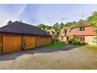 **** 5 BEDROOM 4 BATHROOM & 3 LOUNGE DETACHED FAMILY HOME FOR RENT RH19 ****