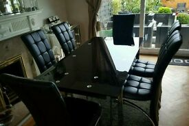 Black glass table x6 Chairs