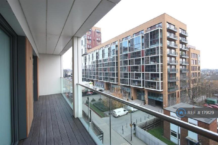 1 bedroom flat in Dalston Square, Dalston, E8 (1 bed)