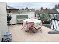 2 bedroom flat in Battersea Rise, London, SW11 (2 bed) (#890535)