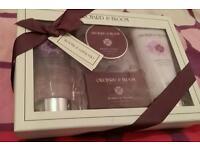 New boxed Richard & Bloom gift set