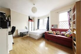 Large Double room available (Zone 1) - Lambeth North