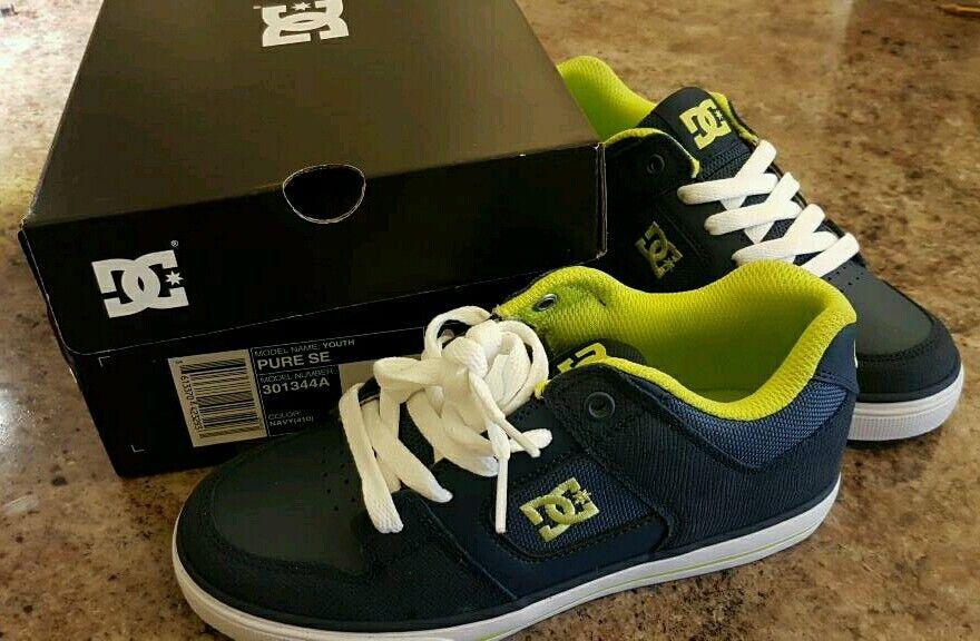 DC shoe Co USA Boys size 2 trainers
