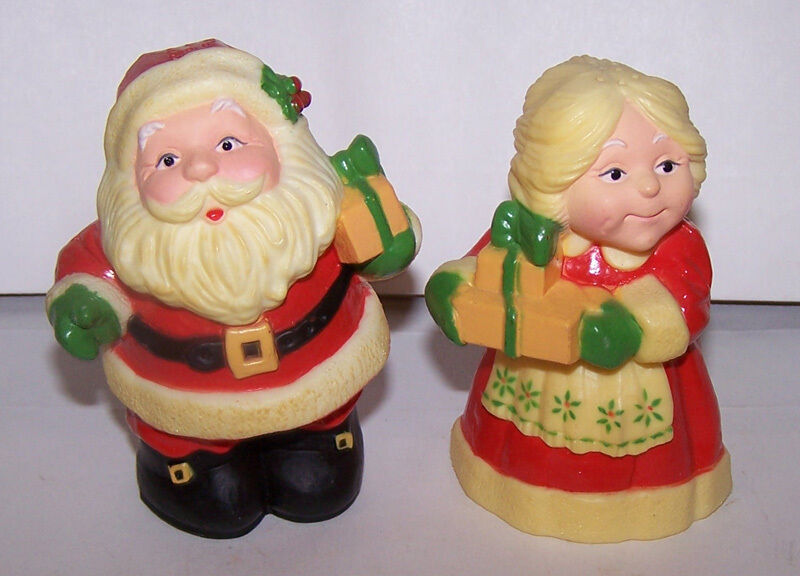 Vintage Hallmark SANTA & MRS CLAUS Salt & Pepper Shakers