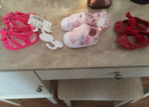 FS: Baby girl shoes (0-3 months )