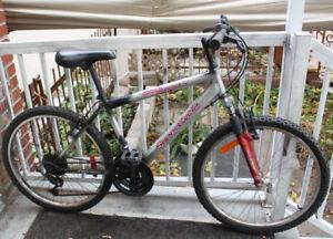 "Vélo de montagne [mountain bike] [Suspenion] Pneu 24"" (5'-5'3"")"