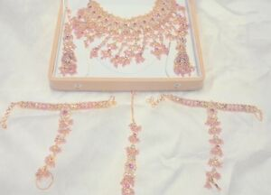 Complete Indian jewellery set! Great for weddings and Diwali!