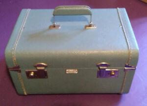 Vintage Green Durabilt Train Case Luggage