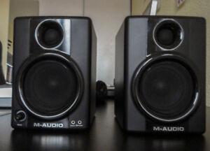 M-Audio AV40 Studiophile monitors - like new