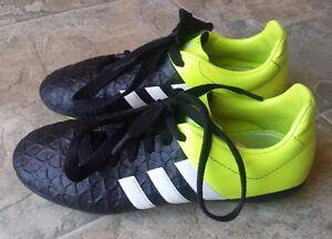 souliers soccer shoes cleats Adidas Ace 15.4 size/gr 3 junior