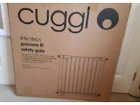 CUGGL Pressure fit stair gate/safety gate