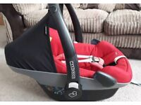 Maxi Cosi pebble red carseat with rain cover