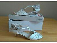 Size 5 ivory wedding shoes