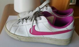 Girls nike trainers pink& white UK size 3