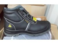 Brand new safety boots - Only size 10 left